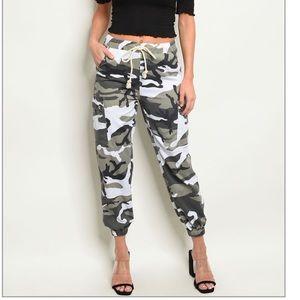 NWT $49 Camouflage Camo Joggers Cargo Pants